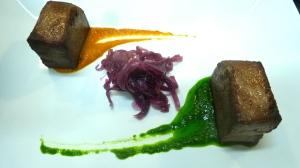 Lingua con cipolle di Tropea, bagnato Rosso e Verde